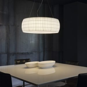 Suspension isamu de carpyen Barcelona, disponible chez l'Atelier Marceau