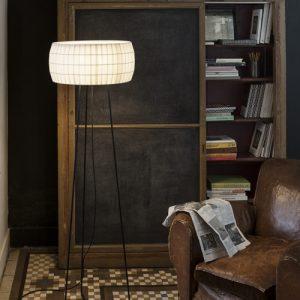 Lampadaire Isamu de Carpyen barcelona, disponible chez l'atelier marceau