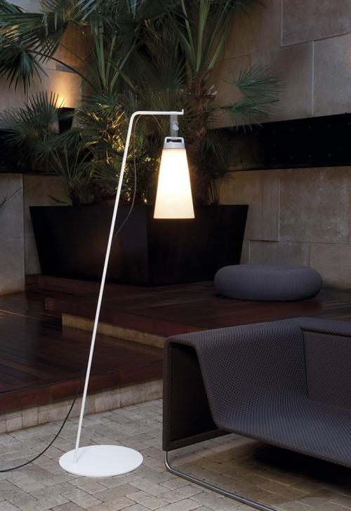 lampadaire sasha de Carpyen Barcelona, disponible chez l'atelier marceau.