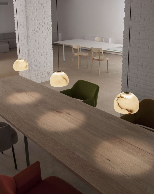 luminaire en suspension Neil de Carpyen Barcelona, disponible chez l'Atelier Marceau.