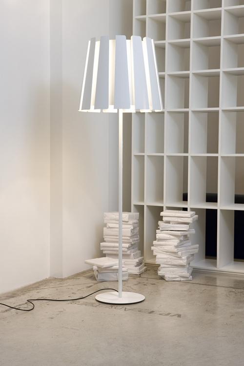 Lampadaire twist de Carpyen Barcelona, disponible chez l'atelier marceau